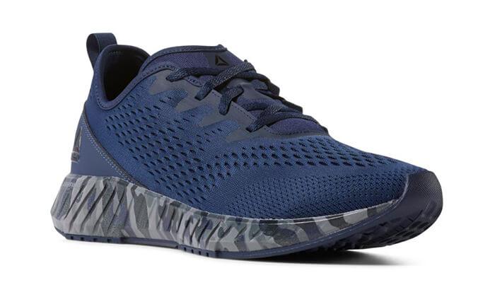 10 נעלי Reebok לגברים
