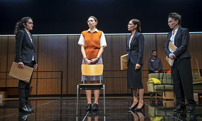 """7 כרטיס להצגה 'סיבת המוות אינה ידועה', תיאטרון הבימה ת""""א"""