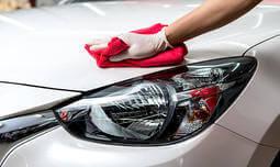 שטיפת רכב חיצונית עם קצף ווקס
