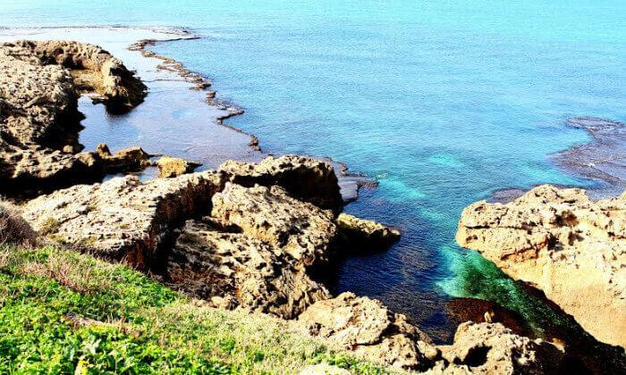 12 חופשה מפנקת ברצועת חוף לבנה ולגונות של מים צלולים