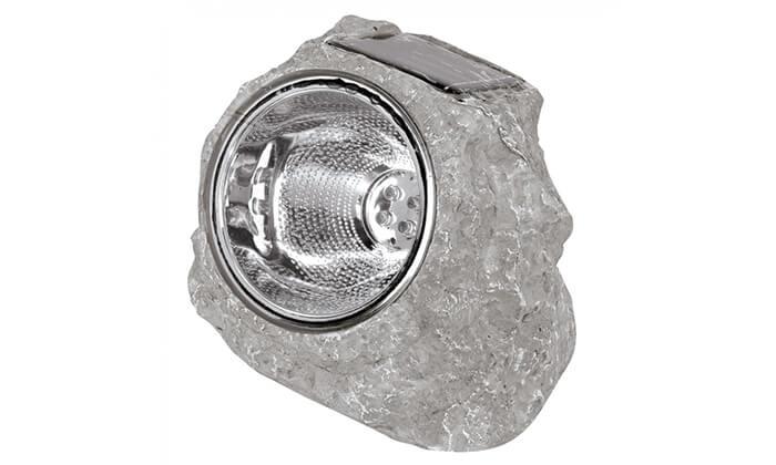 4 תאורה סולארית בתוך סלע