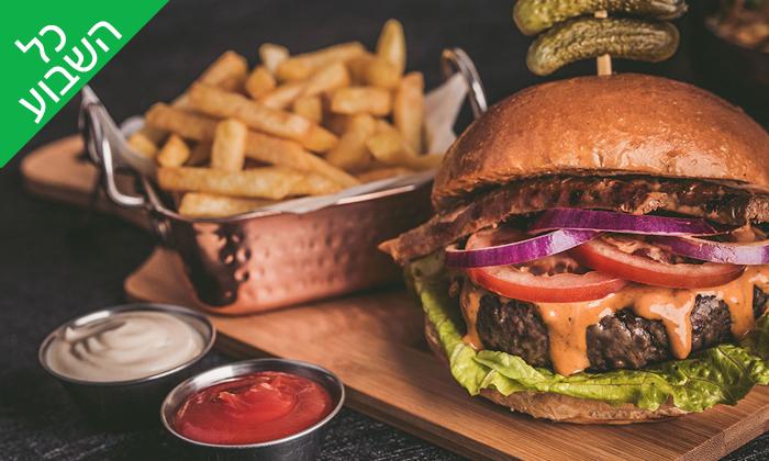 2 ארוחת המבורגר זוגית במסעדת השדרה 34 - שדרות בן גוריון, תל אביב