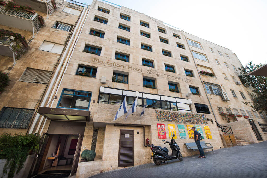 11 מלון מונטיפיורי ירושלים, כולל סיור חנוכיות