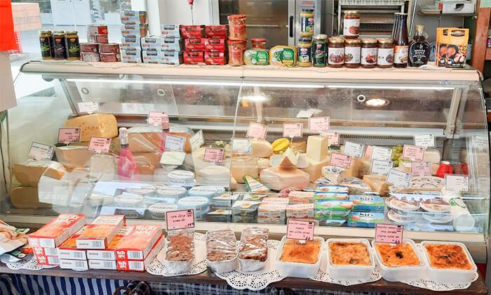 6 שובר הנחה לגבינות, נקניקים ואוכל מוכן ממעדני מזרע במרכז שוסטר - רמת אביב