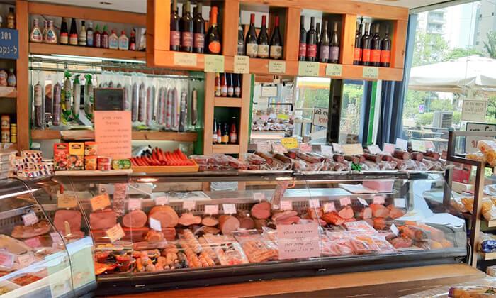 4 שובר הנחה לגבינות, נקניקים ואוכל מוכן ממעדני מזרע במרכז שוסטר - רמת אביב
