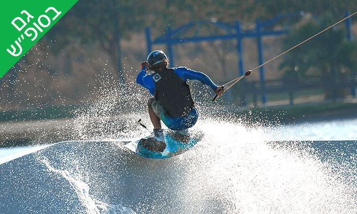 2 סקי מים ב-LAKE TLV, אגם פארק דרום - תל אביב