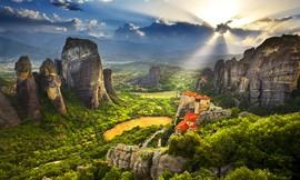 יוני-אוגוסט מאורגן ביוון