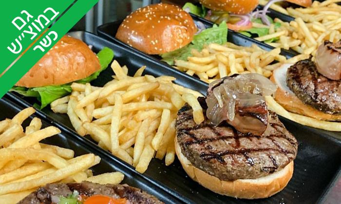 8 ארוחת המבורגר כשרה ב-Giggsi סינמה ספורט בר, באר שבע