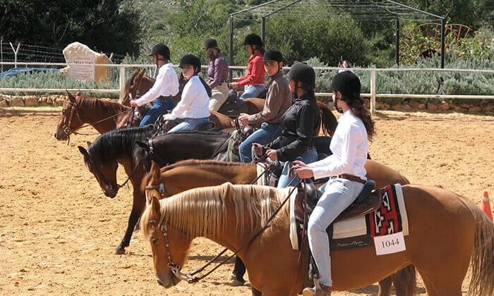 3 חוות הרי יהודה- קייטנת רכיבה על סוסים בחופש הגדול