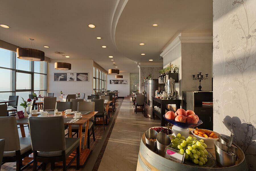 3 ארוחת בוקר בופה במלון קראון פלזה