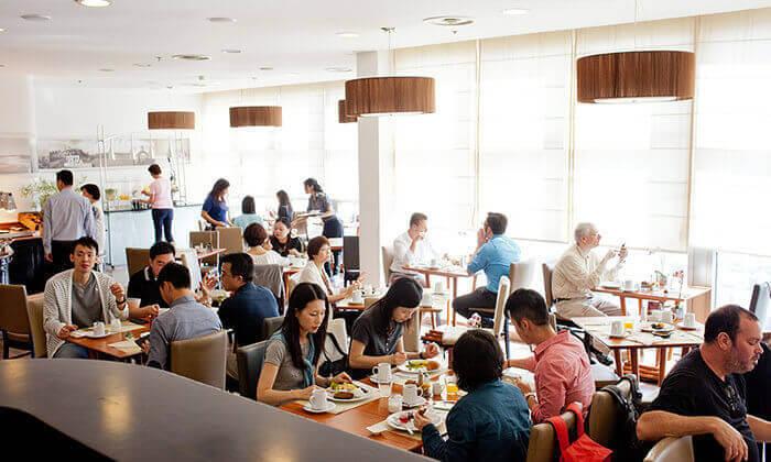 4 ארוחת בוקר בופה במלון קראון פלזה