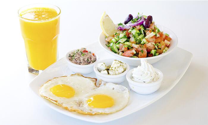 2 ארוחת בוקר כשרה במלון הבוטיק קולוני בחיפה