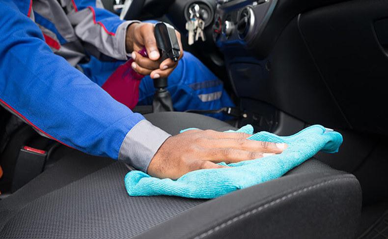 שטיפת רכב חיצונית ופנימית