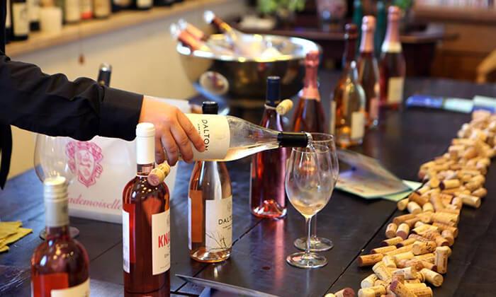 """4 מבחר סדנאות יין בבית """"איש הענבים"""" יפו"""