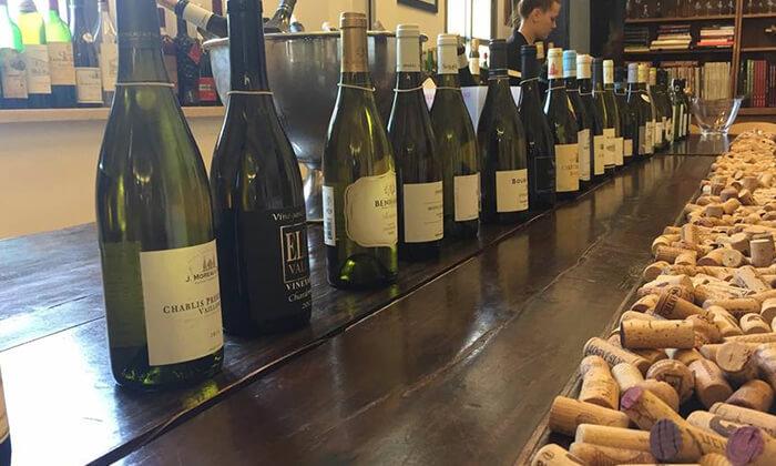 """6 מבחר סדנאות יין בבית """"איש הענבים"""" יפו"""
